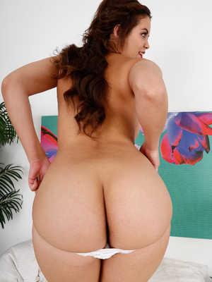 Beautiful ebony babe shanice gets fucked hard and deep 5